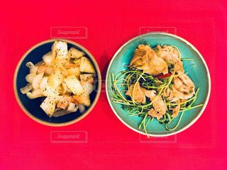 豆苗炒めとジャーマンポテトの写真・画像素材[912162]