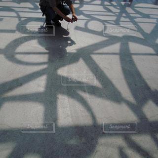 スケート ボードに乗って男の写真・画像素材[792450]