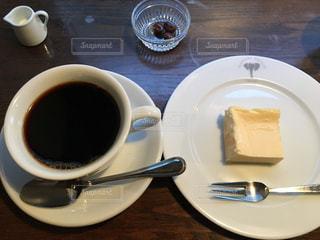 コーヒーのカップとプレートの写真・画像素材[706111]