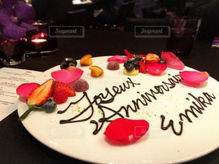 バースデーケーキを食べ物の皿の写真・画像素材[2869623]