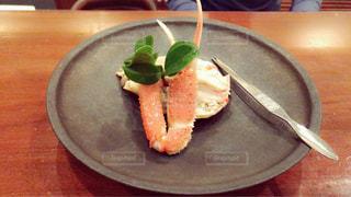 テーブルの上に食べ物のプレート - No.923206