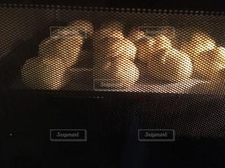 シュークリームを焼いているの写真・画像素材[1070326]