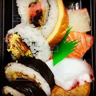寿司  すし  日本  美味しい  盛り合わせ  巻き寿司の写真・画像素材[600560]