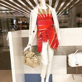 ファッション  赤  夏   コーディネート  バッグ   モデル  素敵の写真・画像素材[602233]