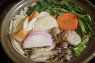 肉や野菜がいっぱい入ったボールの写真・画像素材[755715]