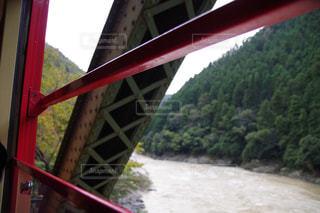 近くの橋の上の写真・画像素材[853871]