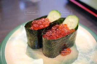 皿の上の寿司の写真・画像素材[768787]