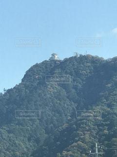 背景の山と木 - No.1023021