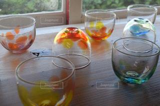 テーブルの上のグラスの写真・画像素材[1268959]