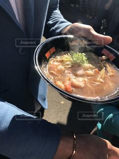 ボウルに料理人の写真・画像素材[896977]