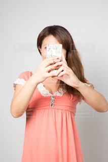 自撮りする女性の写真・画像素材[753695]