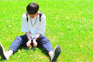 一眼レフ 彼氏 公園 散歩 休日の一コマの写真・画像素材[599526]