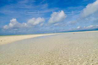 ビーチ  竹富島  沖縄  白い砂  綺麗  青空の写真・画像素材[600840]