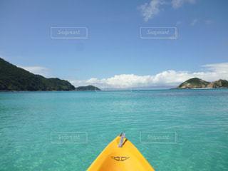 青空  青い海  きれい  沖縄  シーカヤック  島  南国  海の写真・画像素材[600926]