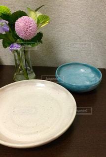 花  ピンク  菊  皿  器  白  青  インテリアの写真・画像素材[600966]