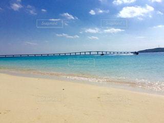 青空 青い海  エメラルドグリーン  きれい 海  沖縄  宮古島の写真・画像素材[601010]