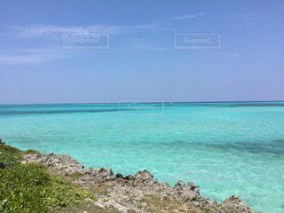 青空 青い海  エメラルドグリーン  きれい 海  沖縄  宮古島の写真・画像素材[601017]
