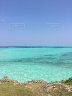 青空 青い海  エメラルドグリーン  きれい 海  沖縄  宮古島の写真・画像素材[601020]