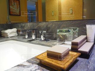 洗面台と鏡とカウンター - No.968830