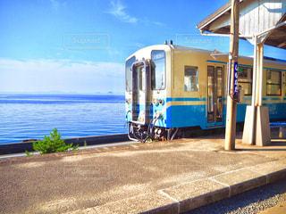 JR下灘駅と電車の写真・画像素材[2127333]