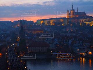 プラハ城の夕暮れの写真・画像素材[2659269]