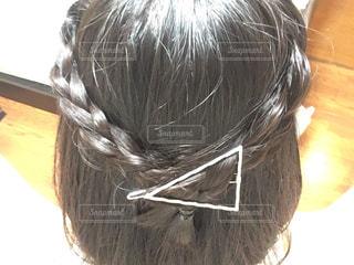 近くにいくつかの髪のアップの写真・画像素材[706884]