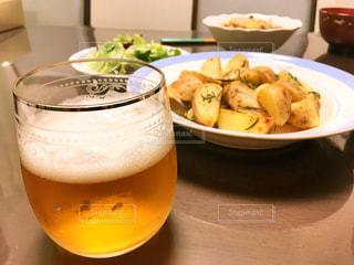 ローズマリーポテトとビールの写真・画像素材[746282]
