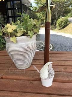 テーブルの上の花の花瓶 - No.727750