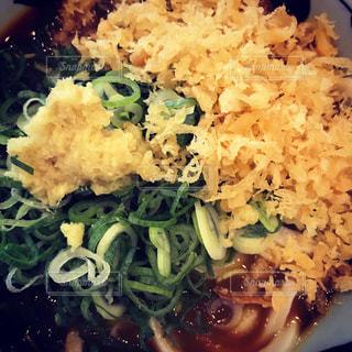 皿のご飯とブロッコリー料理 - No.727806
