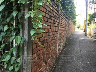 レンガ造りの壁 フォトスポットの写真・画像素材[605470]