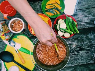 キャンプサイト グルテンフリー夏野菜カレーの写真・画像素材[636351]