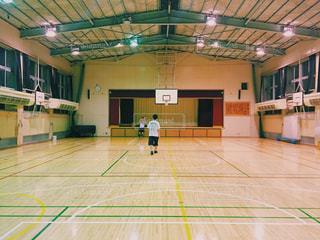 学校でバスケの写真・画像素材[651587]