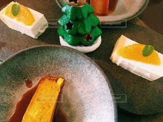 テーブルの上のケーキの写真・画像素材[932750]