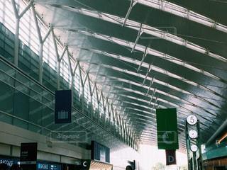羽田空港のチェックインカウンターの写真・画像素材[937558]