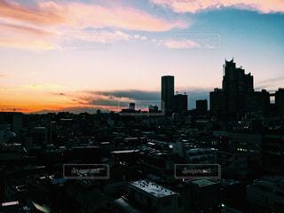 夕暮れ時の都市の景色の写真・画像素材[958524]