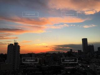 夕暮れ時の都市の景色 - No.958535