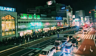 新宿駅南口の夜景 - No.1025793