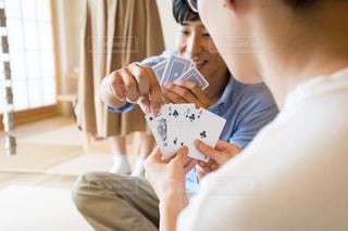 テーブル トランプゲームの写真・画像素材[1320290]