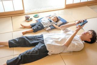 畳 子供  昼寝の写真・画像素材[1339836]