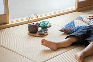 子供 畳の上でお昼寝の写真・画像素材[1339844]