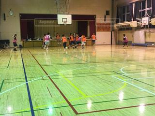 バスケットボールの試合体育館の写真・画像素材[1354003]