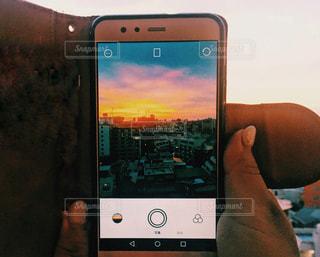 携帯電話の画面 渋谷の夕焼けの写真・画像素材[1374483]
