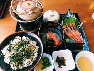 テーブルの上に食べ物の鯛茶漬け 天橋立の写真・画像素材[1374519]