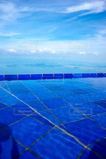 青いプールの水 びわ湖テラスの写真・画像素材[1410719]