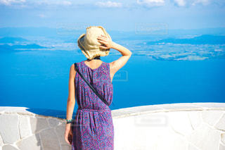 びわ湖テラスに立つ女性の写真・画像素材[1411089]
