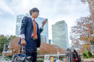 スーツとネクタイを身に着けている男の写真・画像素材[1667082]