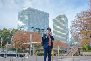 電話をしているビジネスマン男性の写真・画像素材[1667084]