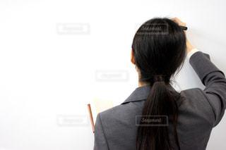 スーツとネクタイを着ている人 講師の写真・画像素材[1675757]