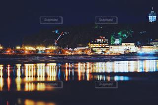 夜の江ノ島の写真・画像素材[2075613]