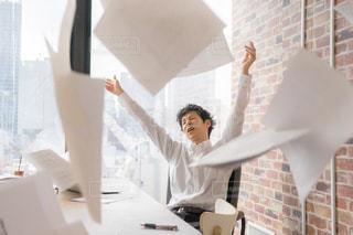 会社で怒るサラリーマンの写真・画像素材[2098188]